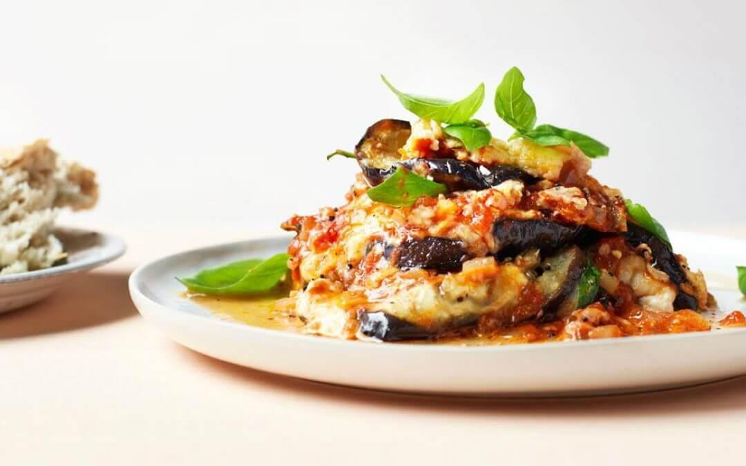 Parmigiana di melanzane van aubergine en buffelmozzarella